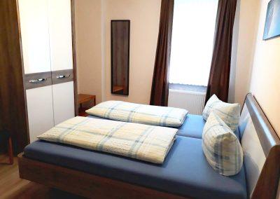 schlafzimmer-ferienwohnung-eg